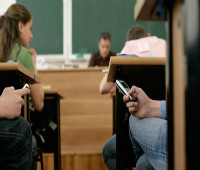 Pupils-using-mobile-phone-007